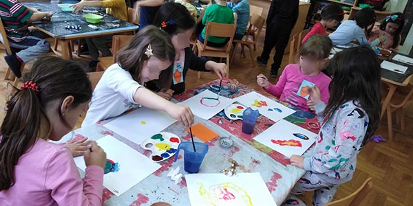 Children are painting on a given theme