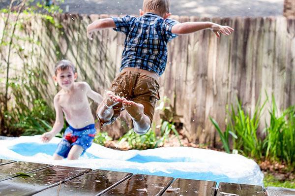 Swimming pool, toys, friends, fun...