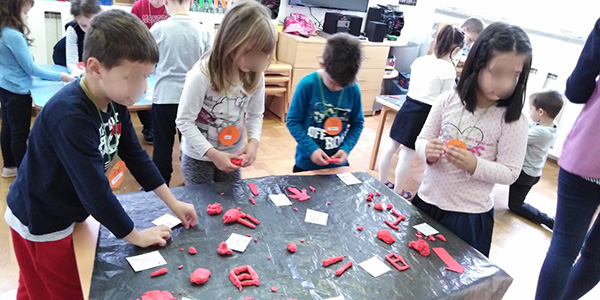 Kids learn about texture, shapes and forms