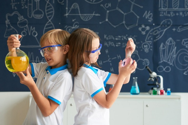 Team-little-chemists, photo credit Pressfoto
