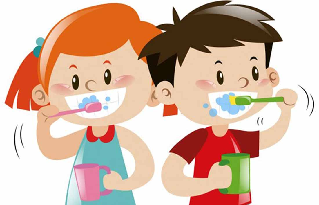 Kids brushing their teeth, Freepick