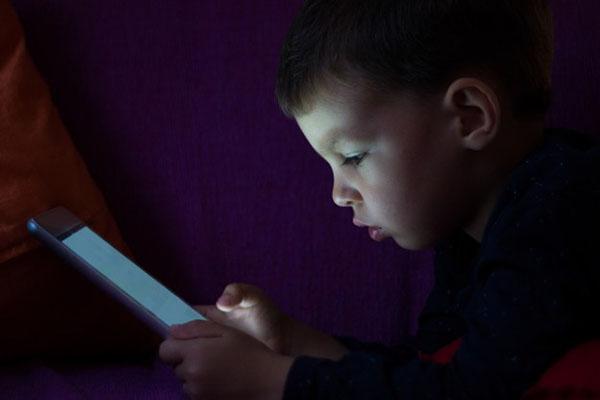 Tablet tells good night stories, photo credit Photoroyalty