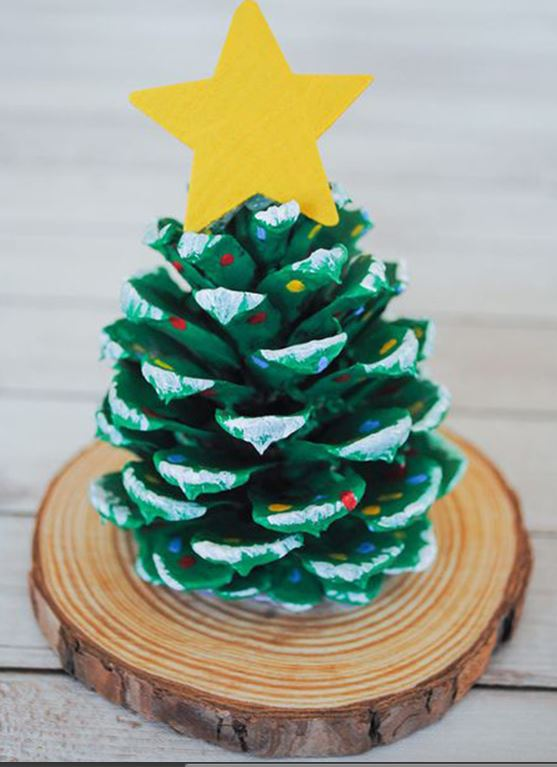 Christmas Tree of pine cones