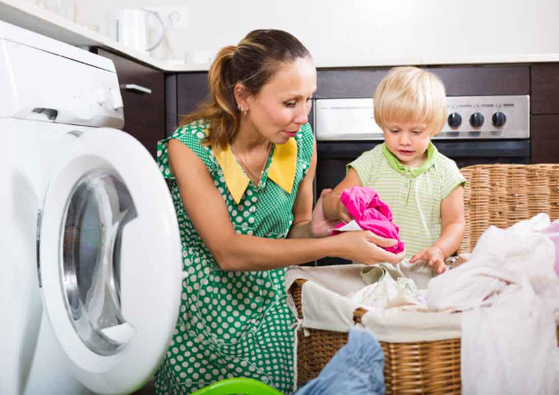 Woman-with-child-near-washing-machine, photo credit bearfotos